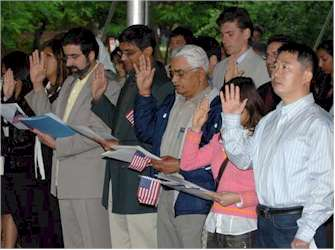 New citizens taking the oath of allegiance. Photo courtesy of US Citizenship and Immigration Services
